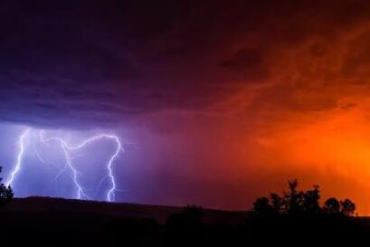 雷雨季节,亚博体育苹果下载地址基站如何防雷?