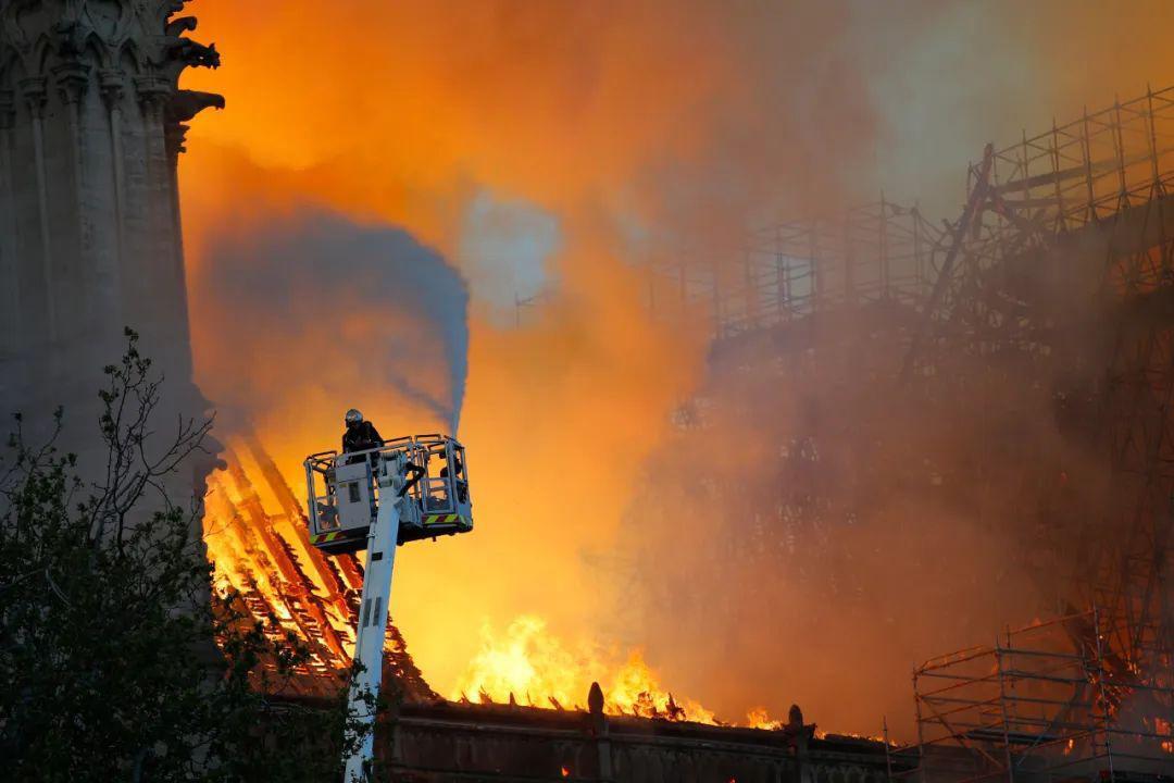 城市建筑火灾场景下的应急通信系统解决方案